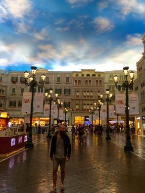 The Venetian Macau. Todo é falso, ata o teito.