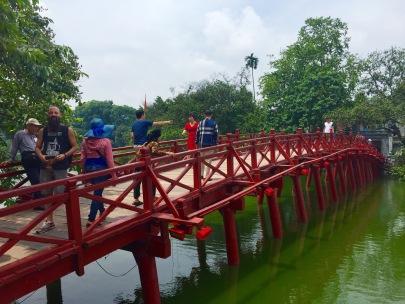 Ponte Huc no lago Hoam Kiem.