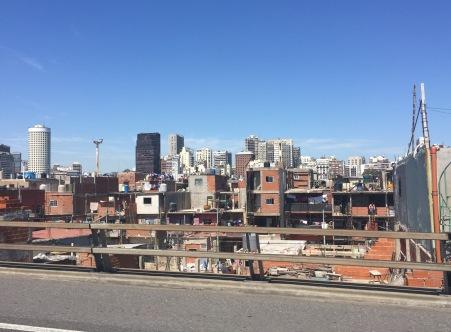 Villa 31, chabolas no centro de Bos Aires