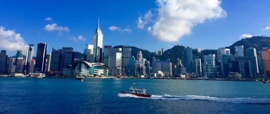 Skyline da illa de Hong Kong dende Kowloon.