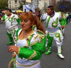 Desfile pola integración cultural de Bolivia e Arxentina en Bos Aires (Arxentina).