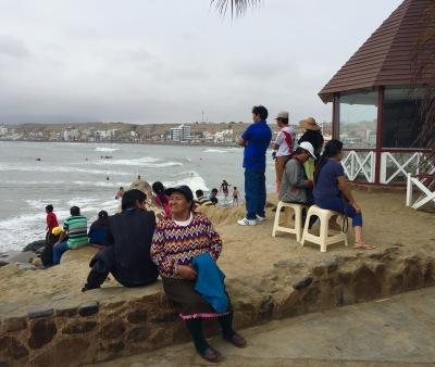 Na praia de Huanchaco