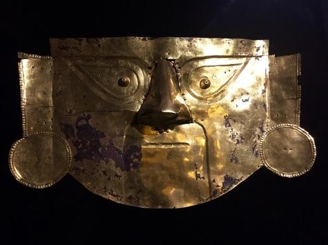 Máscara no Museo Brüning.
