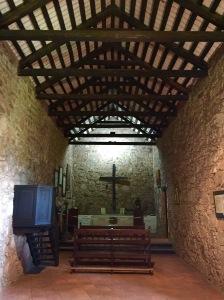 Igrexa de Caroya co revestimeno orixinal das paredes