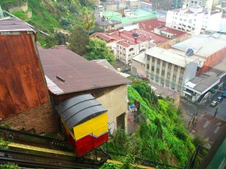 Funicular entre a parte baixa e a alta en Valparaíso