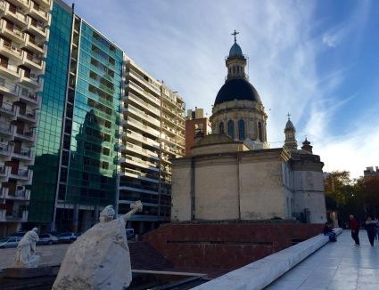 Traseira da Catedral dende o Monumento a la Bandera