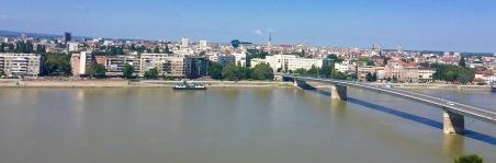 Fortaleza de e vistas de Novi Sad dende o seu miradoiro