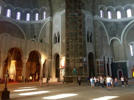 Interior inacabado do templo