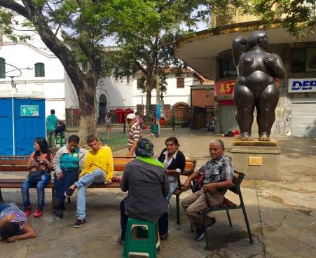 """Ambiente """"peculiar"""" a carón da igrexa da Veracruz"""
