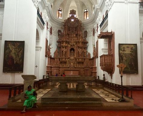 Interior da igrexa de San Caetano