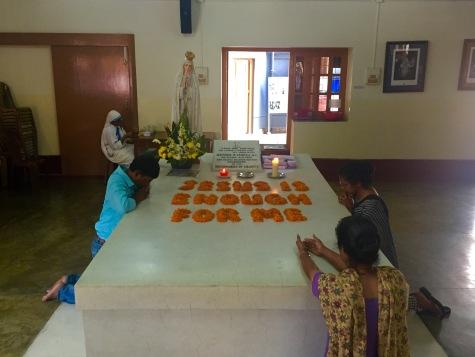Tumba da Nai Teresa de Calcuta