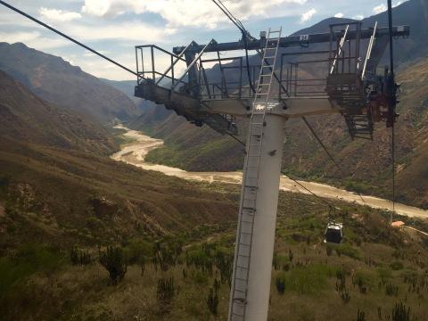Baixando no teleférico cara ao canón de Chicamocha