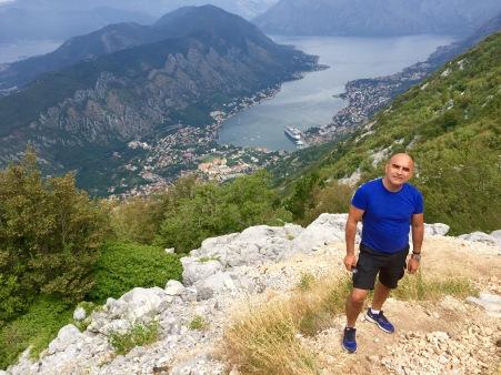 Chegando arriba na estrada do Parque Nacional Lovcen
